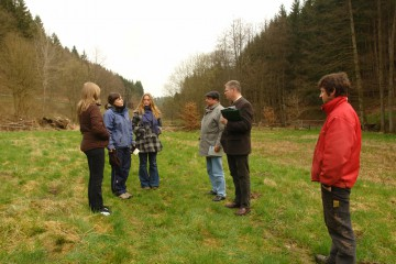 Unter schneeverhangenem Himmel fand gemeinsam mit dem Bürgermeister von Heimbuchenthal eine erste Ortsbesichtigung des Grabungsareal statt.