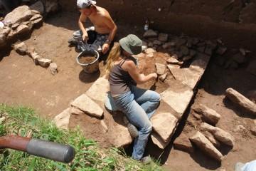 Figura Serpentinata: Mit der Zeit entwickelt man seine eigene individuelle Haltung beim Putzen von Plana und Mauern.