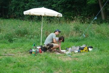 Gleichzeitig zur Grabung werden geoarchäologische Untersuchungen vorgenommen. Das Material wird mit Hilfe von Bohrkernen entnommen.