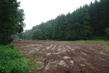 Nach Abschluß der Ausgrabungen wurde die Grabungsfläche wieder zugeschüttet. Doch heißt es schon im nächsten Jahr: Auf ein Neues.