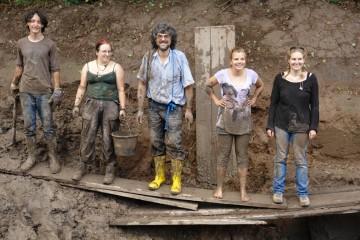 Das Team nach dem Schlammbaden