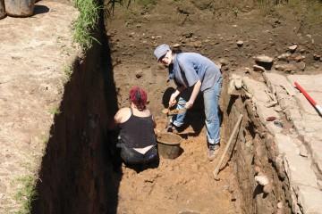 In der letzten Grabungswoche half uns Theresa bei der Dokumentation.