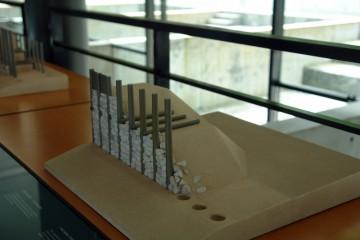 Konstruktionsmodell einer Pfostenschlitzmauer im Musée de la Civilisation Celtique in Saint-Léger-sous-Beuvray
