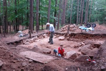 Hand in Hand: Die Grabung war ein Generationen übergreifendes Projekt.