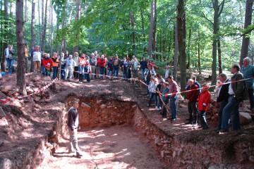 """Am """"Tag des offenen Denkmals"""" gab es einen regelrechten Ansturm auf die Grabung."""