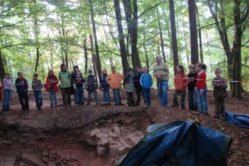 Bis zum Schluß kamen Schulklassen, um sich über die Grabung führen zu lassen.