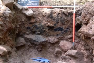 Die verkohlen Holzbalken sind annähernd 2500 Jahre alt.