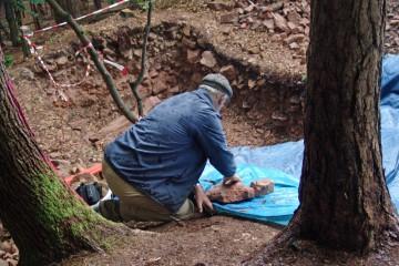 Wie im letzten Jahr wird bei Regen weitergearbeitet. Schließlich gibt es in den eineinhalb Monaten der Grabung viel zu erforschen.