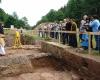 ...bald konnte der Grabungsleiter die erste größere Gruppe über die Grabung führen.