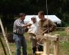 ...an anderer Stelle diskutierte man über die Herstellungsweise von Holztellern....