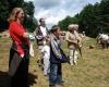 Interessiert lauschten die Besucher den Ausführungen und sahen den Darbietungen zu.
