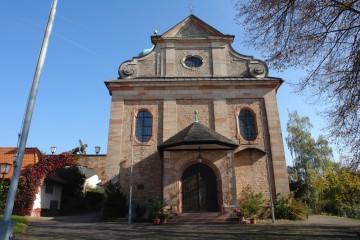 Die bei den Steinbrucharbeiten zu Tage tretenden Werksteine der Burg wurden als kostbares Baumaterial wiederverwendet. So findet man Ecksteine der Burg an der 1904 errichteten Rottenberger Kirche.