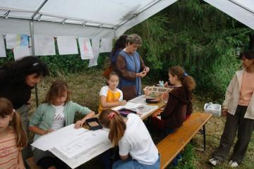 ... so waren Anne und Henriette bald von jungen KünstlerInnen umgeben und die Zeichnungen häuften sich, ...