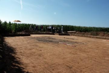 Ausgrabungen einer bronzezeitlichen Siedlung bei Linsengericht durch die Untere Denkmalpflege des Main-Kinzig-Kreises, unterstützt von ehrenamtlichen Helfern.