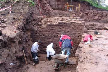 Archäologische Untersuchungen auf der Burg Partenstein, gemeinsam mit der Gemeinde Partenstein und dem Institut für Vor- und Frühgeschichte der Justus-von-Liebig-Universität Giessen