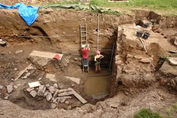 """Geoarchäologische Untersuchungen im Graben der Burg """"Mole"""" bei Heimbuchenthal"""