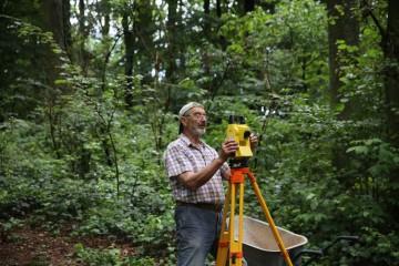 Horst studiert den Tachymeter.
