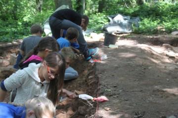 Heute war für die Grundschule in Wirtheim der erste Grabungstag.