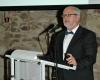 Prof. Dr. Päffgen erläutert die Aufgaben und Ziele der Gesellschaft für Archäologie in Bayern e.V..
