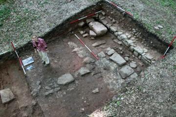 Eine Bestattung (linke untere Bildecke) verrät uns, dass wir mit dem Schnitt Teile der Klosterkiche angegraben haben... Nur damals wussten wir es noch nicht.