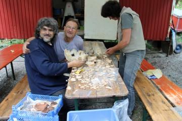 1. Internationale Klostermeisterschaft im 3D-Puzzlen: Der Grabungsleiter liegt knapp vorn.