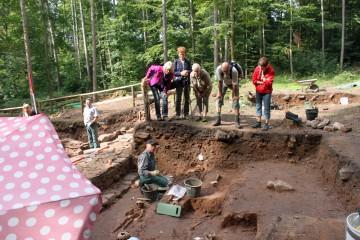 Fast jeden Tag bekommen wir Besuch von Wanderern, die sich für die Ausgrabungsstätte am Wegesrand interessieren.