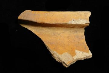 Randstück eines Kugeltopfes der sogenannten Vorspessartware