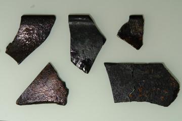 Bruchstücke von Fensterglas