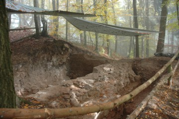 Wegen starken Regens muss die Grabung heute ausfallen.