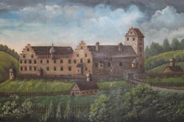 """Im 19. und zu Beginn des 20. Jahrhunderts stellte man sich vor, dass das """"Alte Schloss"""" ursprünglich so ausgesehen haben könnte wie auf diesem Gemälde, das heute in der Zehntscheuer in Kleinwallstadt gezeigt wird."""
