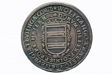 Zu Beginn des 17. Jahrhunderts trieb Graf Wolfgang Ernst von Ysenburg und Büdingen den Bergbau stark voran. In diesem Zusammenhang versuchte er vom Kaiser das Recht zu erlangen, eigene Münzen zu prägen - ein einträgliches Geschäft, für das allerdings eigene Silber- oder Goldvorkommen verpflichtend waren. 1618 wurde der Hailerer Silbertaler geprägt, leicht verändert noch einmal im Jahr 1620. Das Silber für die Taler stammte allerdings nicht aus Hailer, sondern wurde in Offenbach eingekauft.