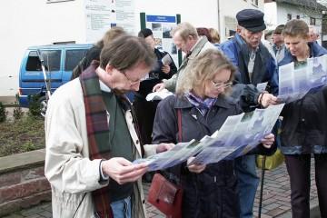 Studium der Faltblätter, herausgegeben anlässlich der Eröffnung des Kulturrundwegs Lohr-Wombach
