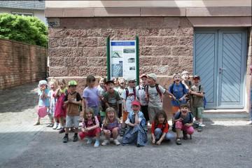 Begehung des Kulturrundwegs in Partenstein mit dem Kindergarten St. Elisabeth, Frammersbach