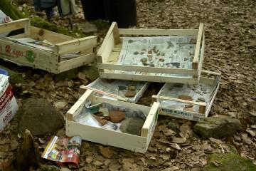 Die ersten Funde sind gesäubert. Alle Keramikscherben, Ofenkachelbruchstücke und Ziegelfragmente stammen nach erster grober Einschätzung aus der ersten Hälfte des 13. Jahrhunderts.