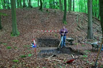 Jeder fängt mal klein an! Noch war allen Beteiligten nicht bewusst, dass der Suchschnitt im Graben über drei Meter tief werden sollte.
