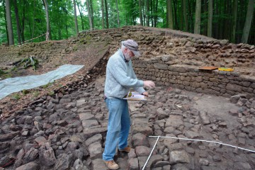 HEUREKA! Die zeichnerische Dokumentation der Steinstückung ist abgeschlossen - eine wahrhafte Geduldsarbeit.