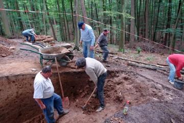 Um eine Grabung durchzuführen sind viele hilfreiche Hände nötig. Und für jeden gibt es auf jeden Fall etwas zu tun.