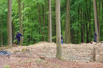 Kletterpartie nach Einplanierung der Böschung in Richtung Vorburg