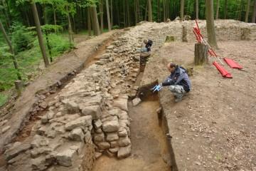 Nach mehrwöchiger Schufterei präsentiert sich die Ringmauer in ihrem ursprünglichen Aufbau.