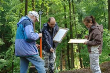Genau da: Christine, Matthias und Klaus beim Vermessen