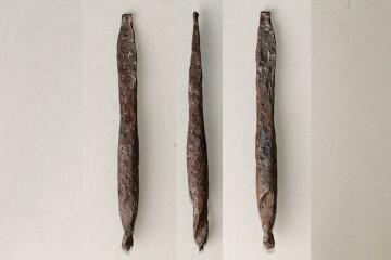 Bohrer aus gehärtetem Eisen in der Art des Fundes vom Klosterberg (von drei Seiten) wurden unter anderem von Zimmerleuten genutzt. Mit ihnen wurden Löcher in Holzbalken gebohrt, die zur Aufnahme von Holznägeln dienten, welche ihrerseits die miteinander verzapften Holzbalken einer Fachwerkkonstruktion zusammenhielten.
