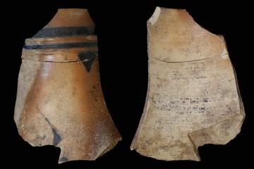 Fragment des Halses einer Kanne aus blau-grauem Steinzeug Westerwälder Art vom Klosterberg