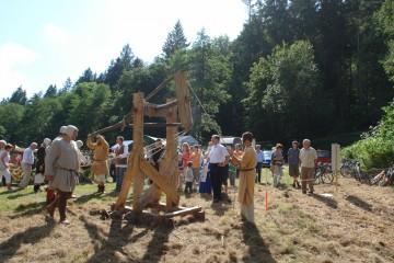 Burgfest 2009: Die Vorführung der Blide bildete den Höhepunkt.