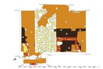 Gesamtplan von Raum 2 mit Steinpflaster und angrenzender Herdstelle