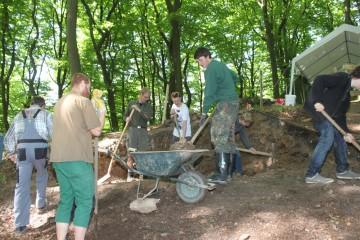 Unterricht der etwas anderen Art: Schüler des Hanns-Seidel-Gymansiums in Hösbach verbringen eine Woche auf der Grabung.