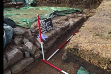 Nach letzten Dokufotos konnte die Grabung heute schließlich winterfest gemacht werden.