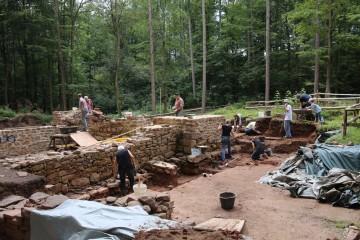 Parallel zu den Sanierungsarbeiten an der Klosterkirche wurde 2014 die Untersuchung des Friedhofs fortgeführt.