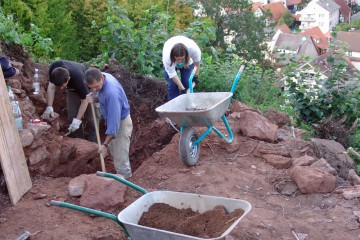 Auch die Nordostecke der Ringmauer wird untersucht.