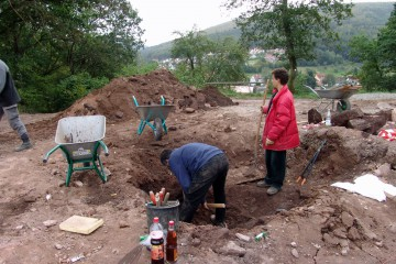 Die Grabungen im Torbereich gehen weiter.