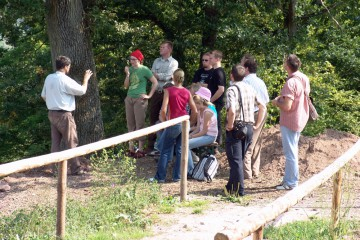Schon in den ersten Grabungstagen erhielten wir Besuch von zwei Studentengruppen aus Bonn und Bern.